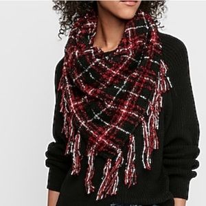 Triangle Patterned Scarf